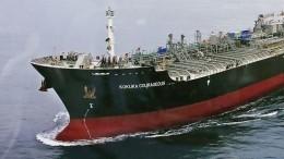 Экипаж атакованного вОманском заливе танкера поднят наборт эсминца США