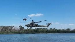Видео: Ми-8 иМи-28 напредельно малой высоте пролетели над пляжем под Ростовом