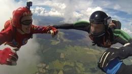 Покорители небес отмечают День парашютиста