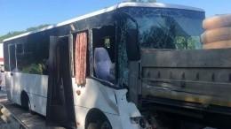 Врезультате ДТП савтобусом вКраснодарском крае пострадали 17 человек— видео