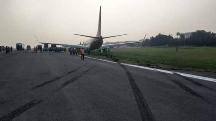 Малайзийский Boeing 737 выкатился запределы взлетной полосы вИндонезии