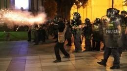 «Резкая боль вобласти печени»: Оператор Ruptly пострадал вовремя протестов вТбилиси
