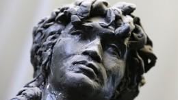 Видео: Новый памятник наместе гибели Виктора Цоя установили вЛатвии