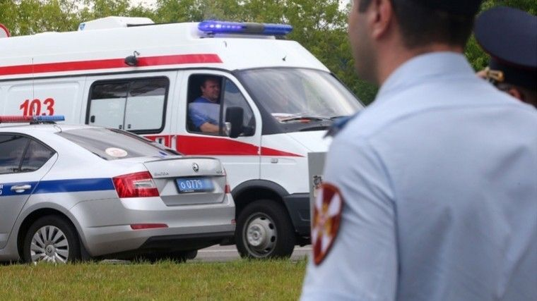 Пятеро детей пострадали после столкновения катера сбереговой линией вТверской области