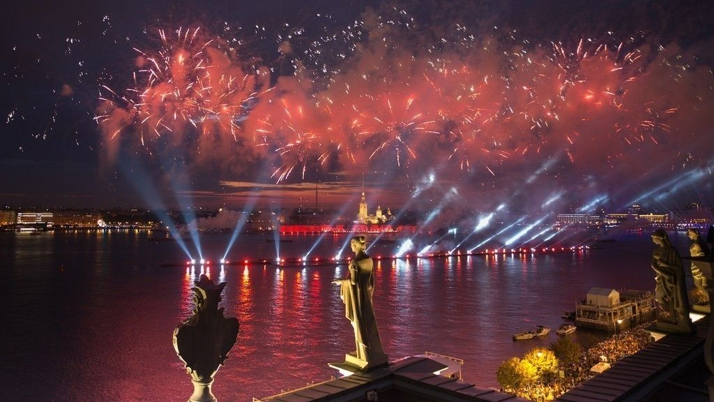 «Алые паруса 2019»: Где икак лучше всего любоваться салютом ибригом «Россия»