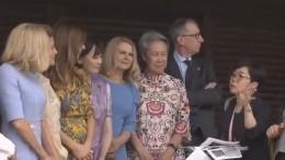 Всоцсетях потешаются над «одиноким» супругом Терезы Мэй наобщем фото сженами лидеров G20