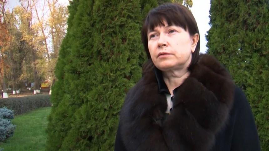 Видео: бывшую жену главаря банды Цапков задержали поподозрению ввымогательстве
