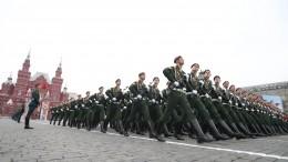 Макрон пообещал приехать вРоссию на75-летие Дня Победы