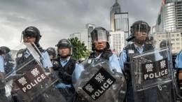 Видео: Полиция вГонконге применила перцовый газ для разгона демонстрантов