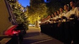 ВСевастополе иМурманске несут цветы впамять опогибших подводниках