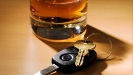 Девушка, прокатившая накапоте назойливого ухажера вПетербурге, была пьяна
