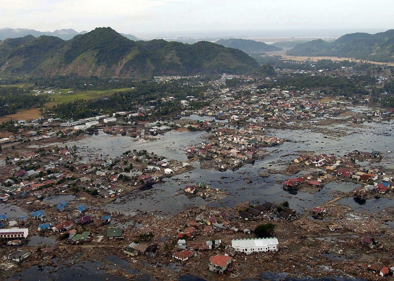 Руины деревни на острове Суматра/Иднонезия 2004 год