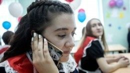 Матвиенко предложила ограничить использование мобильных телефонов вшколах