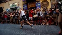 «Налабутенах»: Представители ЛГБТ пробежались втуфлях поцентру Мадрида