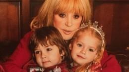 «Лизок иееглазок»: Алла Пугачева очаровала фанатов портретом дочери