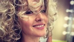 «Побили!»: звезда сериала «Неродись красивой» поделилась кадром сосъемок