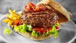 Назван самый калорийный бургер вроссийских ресторанах