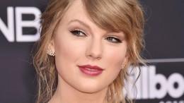 Тейлор Свифт названа самой высокооплачиваемой знаменитостью вмире— Forbes