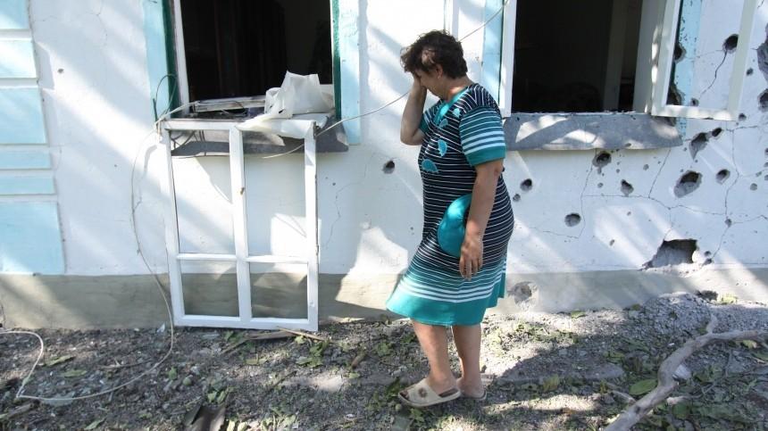 Зеленскому показали первую убитую вего президентство мирную жительницу Донбасса