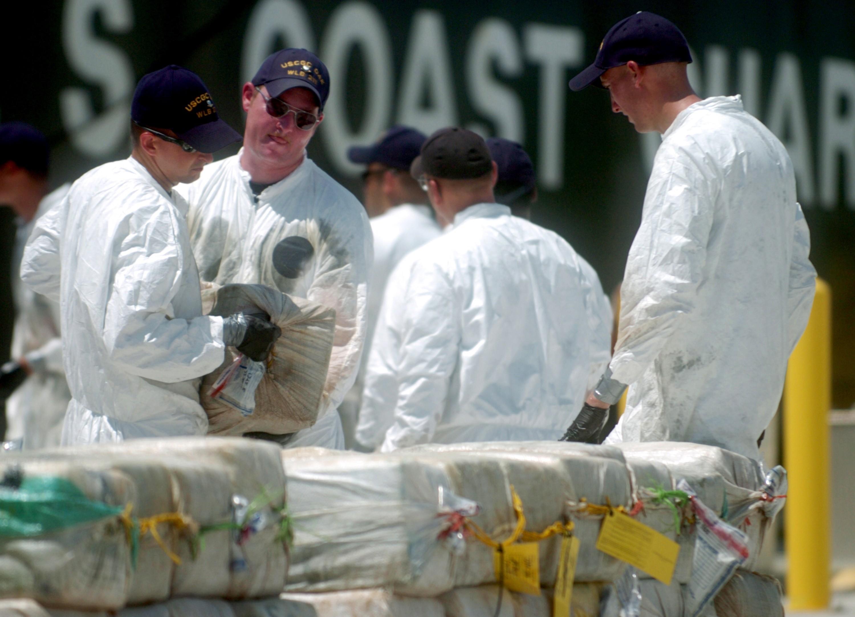Подлодку снаркотиками поймали двумя патрульными катерами вТихом океане