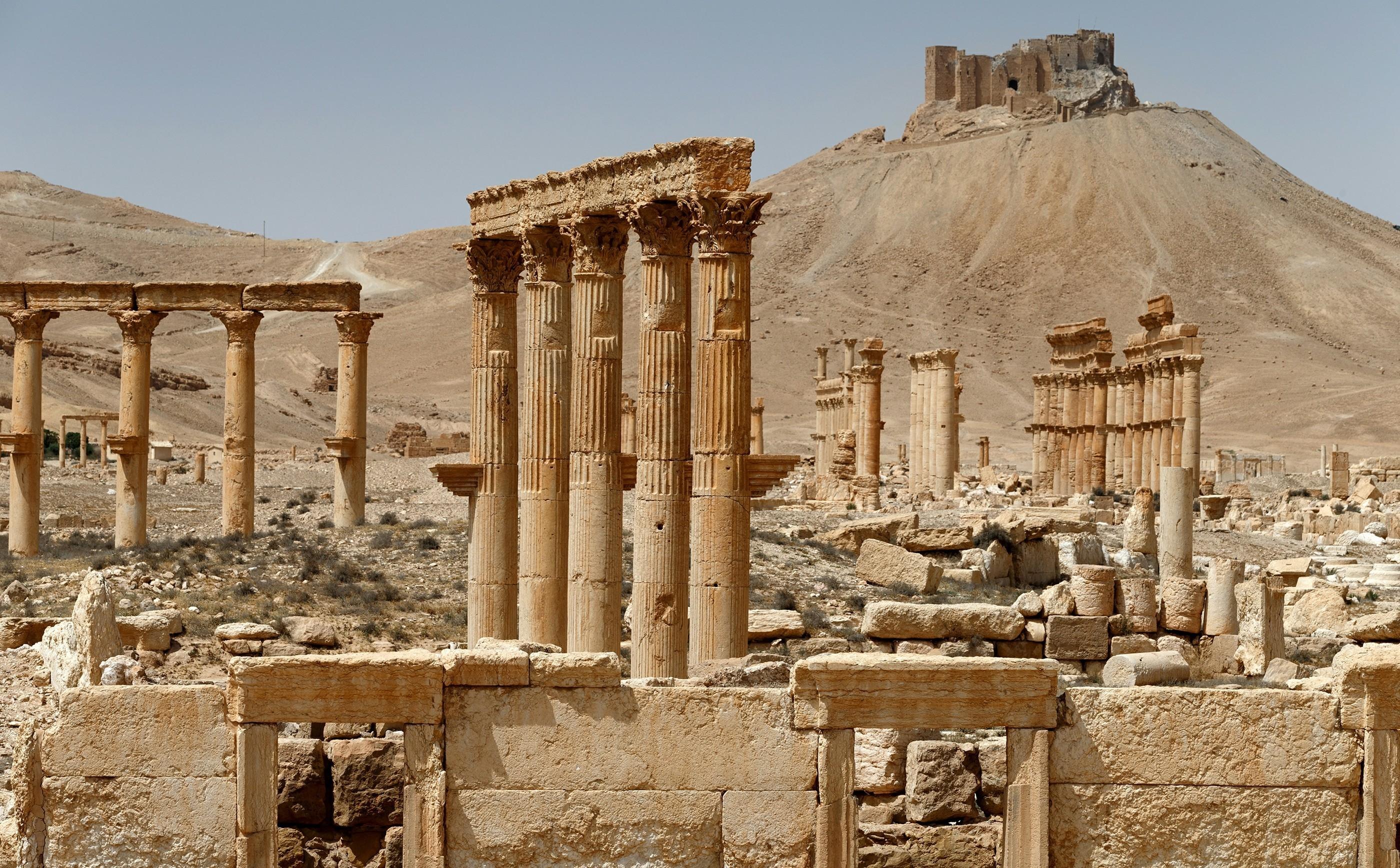 ВСирии покрупицам восстанавливают древнюю Пальмиру— репортаж