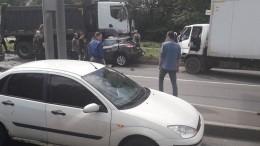 КАМАЗ снес три автомобиля вПетербурге— момент смертельного ДТП попал навидео