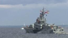 Грандиозное видео прохода кораблей вПетербурге кодню ВМФ