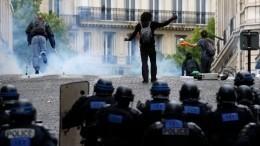Огненными беспорядками Париж отметил «День взятия Бастилии»