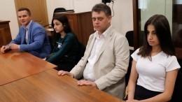 Первые протоколы допросов сестер Хачатурян практически полностью повторяют друг друга
