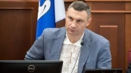 Видео: Зеленский отчитал Кличко задолги