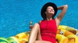 «Какие ножки!»: Ольга Кабо поделилась сочным фото сотдыха