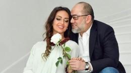 «Мисс Москва» побаловала экс-короля Малайзии сладеньким— фото