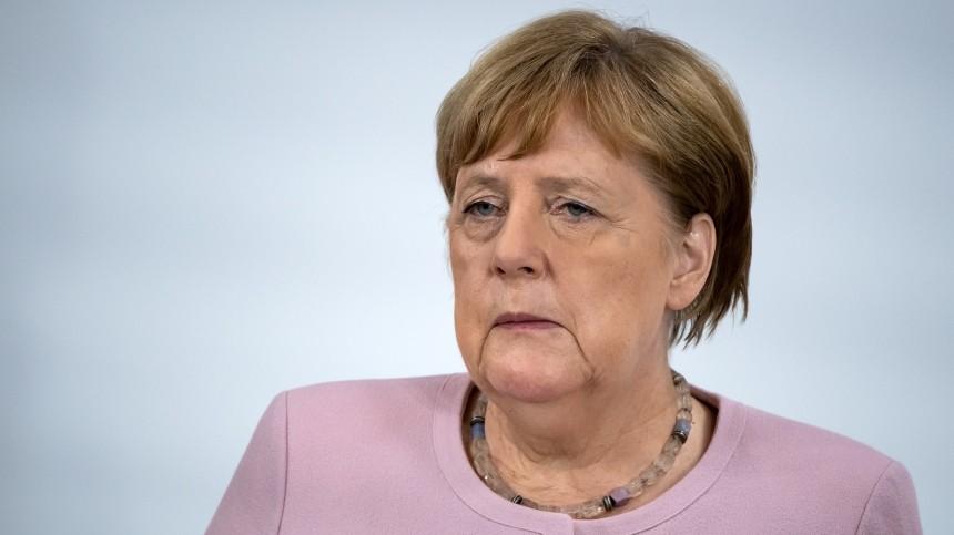 Глава канцелярии Меркель оценил шансы ееотставки из-за приступов дрожи