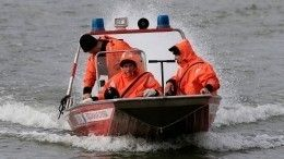 Видео: Четыре человека пропали наберегу Каспийского моря вДагестане