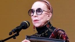 Инна Чурикова находится вреанимации после падения сосцены