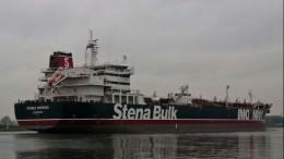 Иранские военные конвоируют британский танкер кберегу вОрмузском проливе