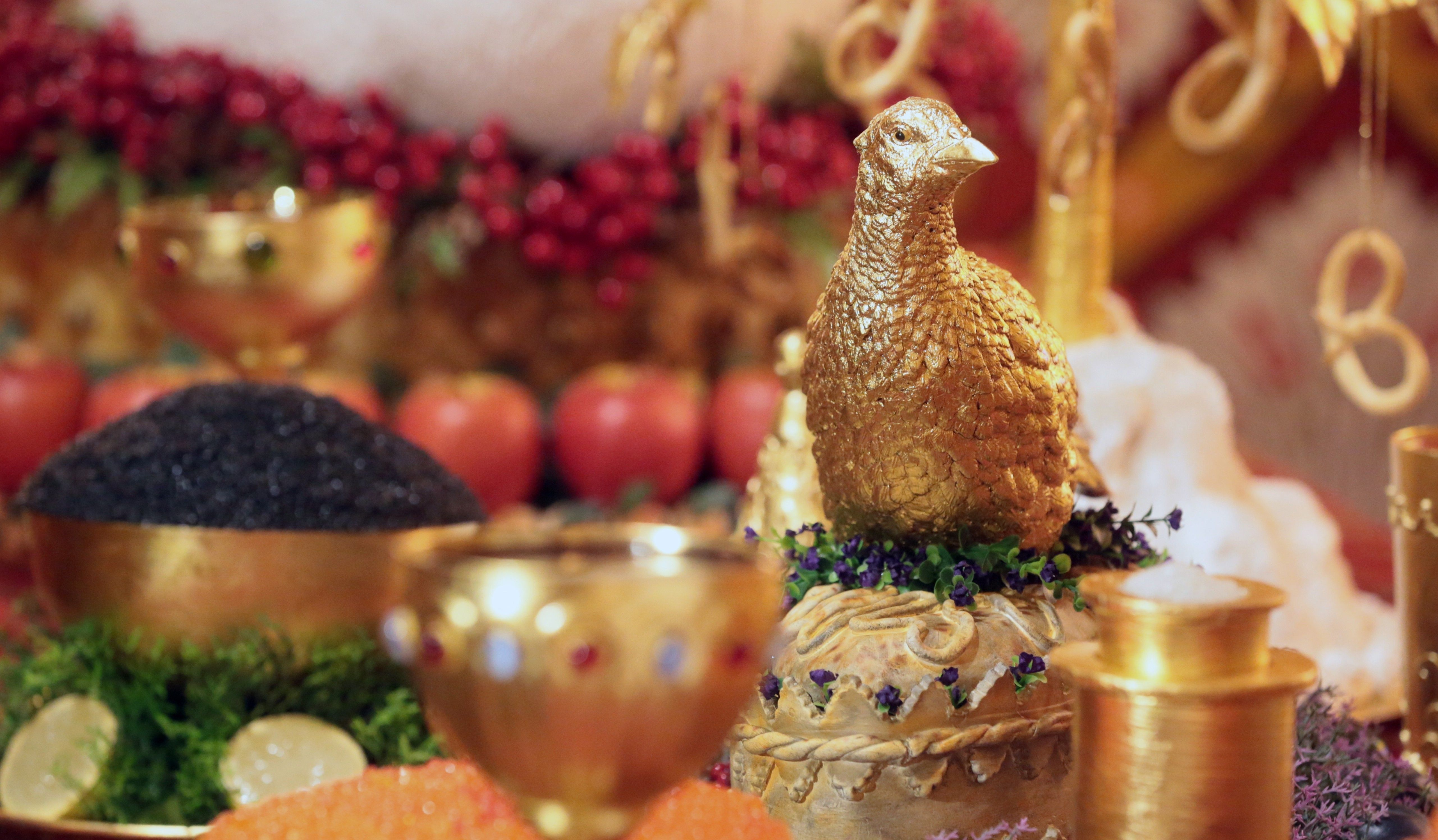 «Побыть царем»: Обзор ресторанов икафе величественного Петергофа