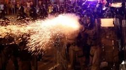 Полиция начала зачистку блокированных протестующими кварталов вГонконге— видео