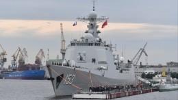 ВПетербурге торжественно встретили китайский ракетный эсминец «Сиань»— видео
