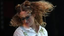Ирина Шейк иМонеточка попали всписок Forbes самых успешных российских звезд