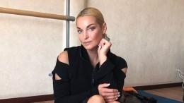 Анастасия Волочкова выложила фото вбикини, едва прикрывающем ееформы