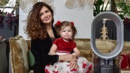 «Якоролева!»: Плавающая вбассейне младшая дочь Климовой умилила публику