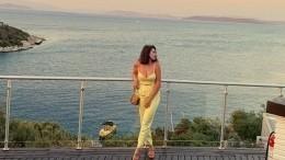 «Ажжарко стало»: Приемная дочь Крутого спасается отхолодов всолнечной Турции