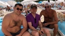 Украинцы опляжном фото Зеленского: «Может, закончим войну ипотом будем отдыхать?»