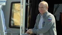 Путин встретился счленами семей погибших офицеров-подводников