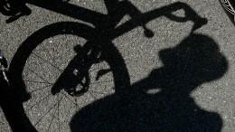 Момент нападения спистолетом навелосипедиста вПетербурге попал навидео