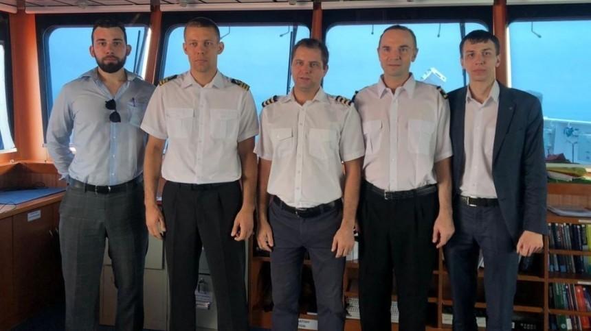 Дипломаты встретились сроссиянами наборту задержанного вИране танкера