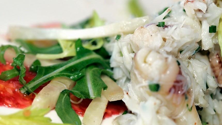 Быстрый салат изперца, кукурузы исельдерея, который может храниться целый год