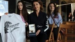 Фото: жену Порошенко высмеяли за«спектакль» сосдачей крови