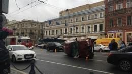 Массовая авария вцентре Петербурга попала навидео